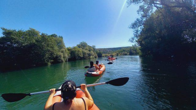 Pročitajte više o članku Kayakom niz Cetinu